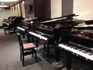ヤマハのグランドピアノの展示場
