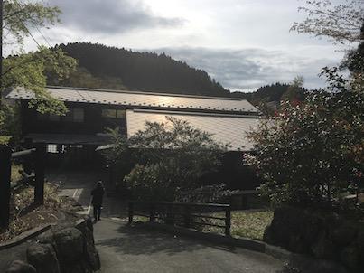 江戸時代みたいな黒川温泉街を散歩しました。