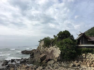 日向市大御神社の龍宮の昇り竜と亀岩と海など