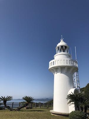 宮崎県日向市細島灯台と桜の花と海